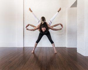 acroyoga, symétrie, équilibre, femmes, arthlétique, duo
