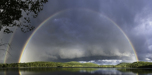 Arc-en-ciel sur le lac Ouimet, Mont-Tremblant.