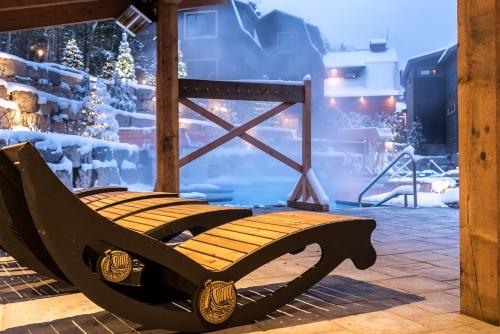 Scandinave Spa Mont-Tremblant - nouvelle phase INFINITÉ Prise de vue hivernale, à l'heure bleue. Décembre 2017.