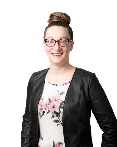 Julie Gosselint, portrait corporatif, portrait d'affaires, photographe professionnelle, photo commerciale, photo pour site web et réseaux sociaux, Isabelle Michaud photographe, Laurentides, Mont-Tremblant, Montréal, Rive-Nord, Québec